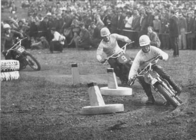 Joel Robert chasing Torsten Hallman at the Holice GP