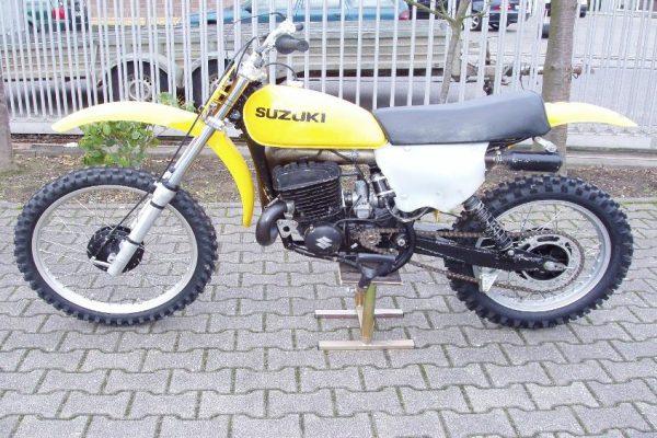 1975 Suzuki RN400
